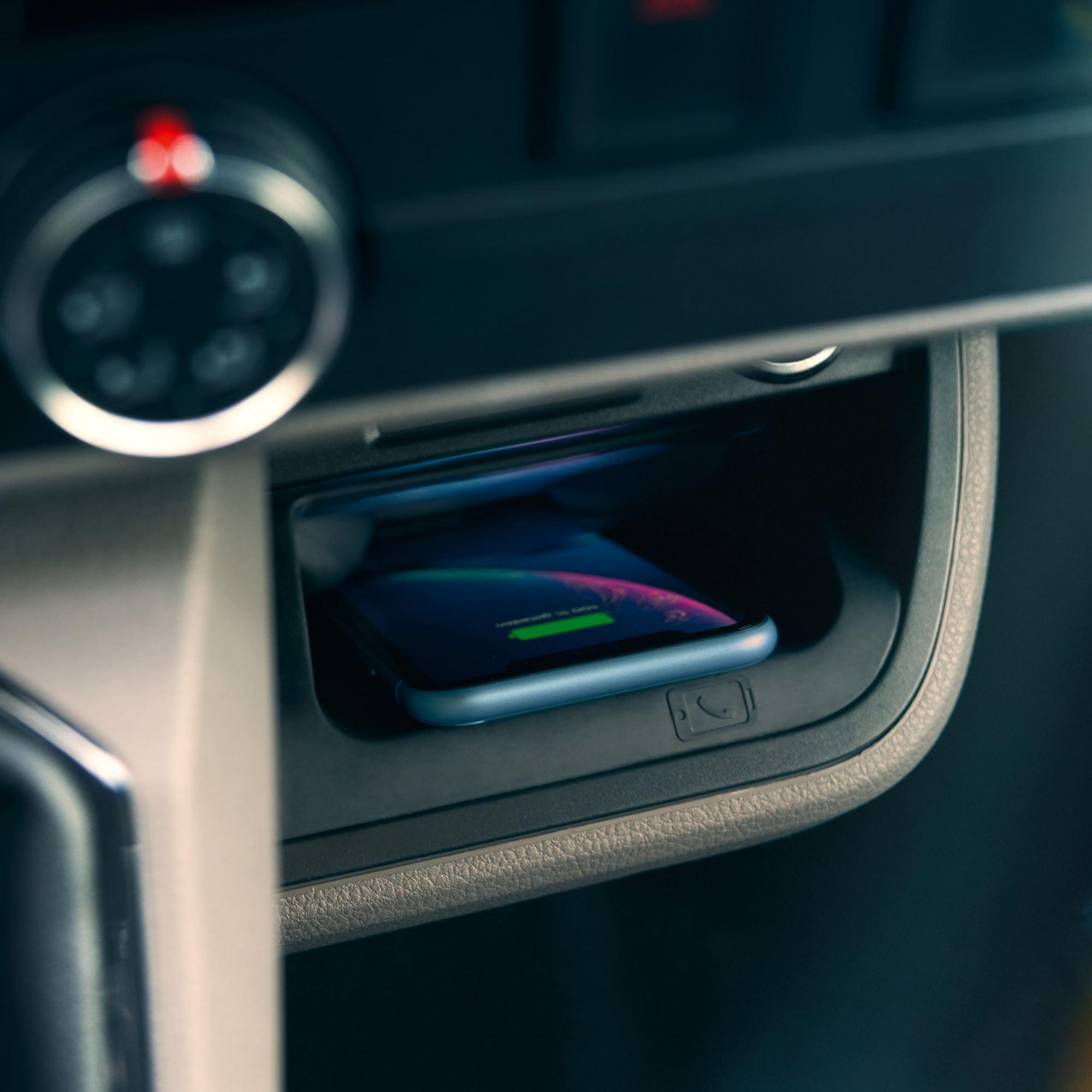 Беспроводная зарядка в Volkswagen Transporter T6.1