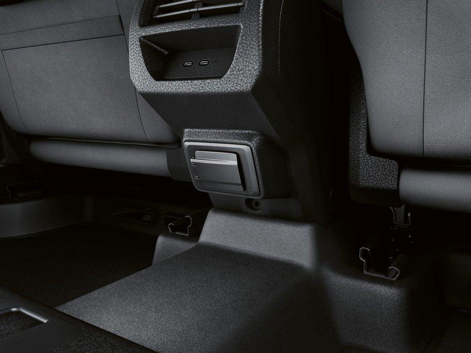 USB и 230В для задних пассажиров VW Caddy