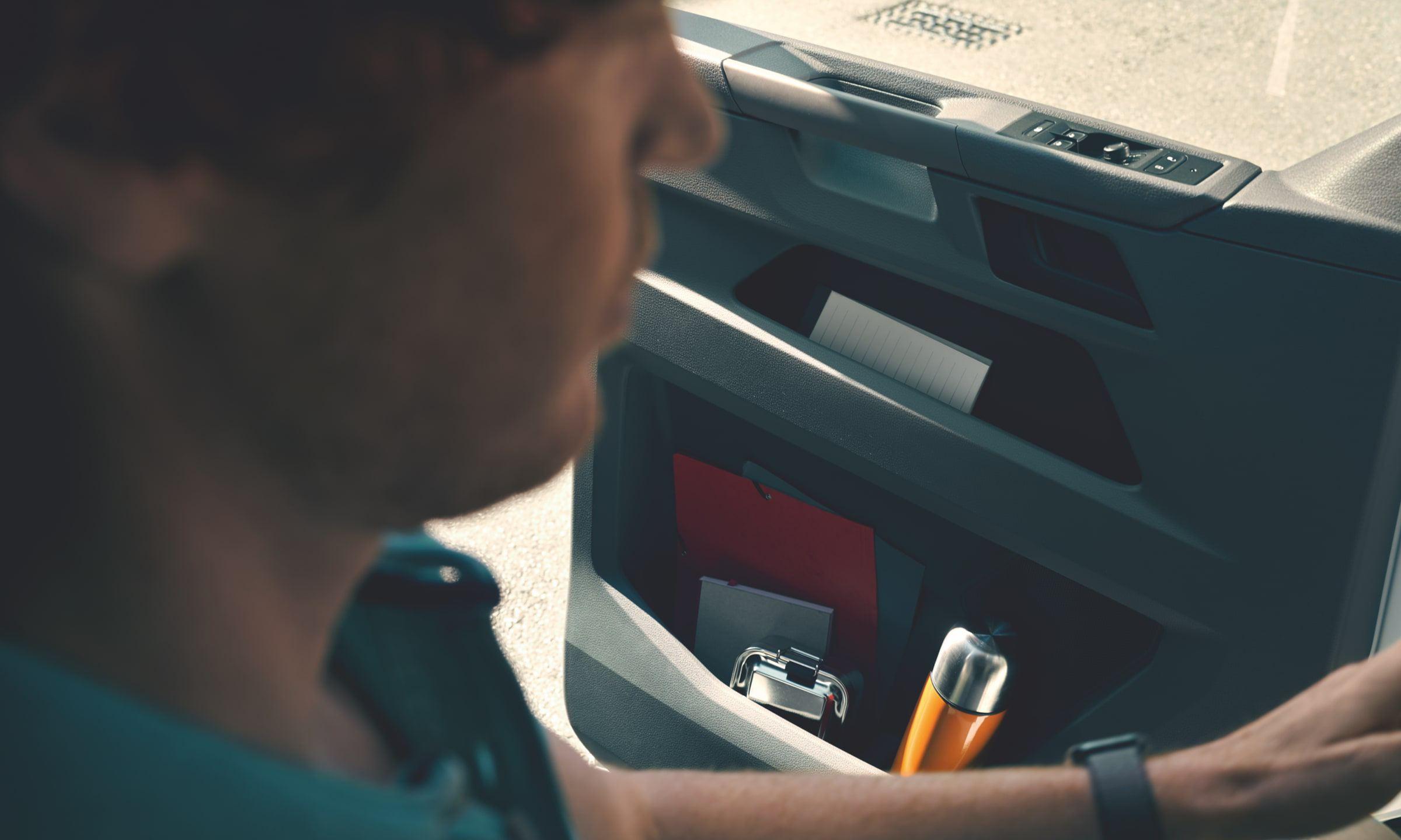 Карманы в дверях Volkswagen Transporter T6.1